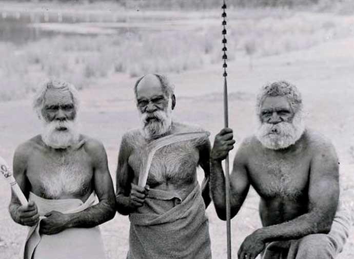 Kurnai elders at Lakes Tyres Gippsland .
