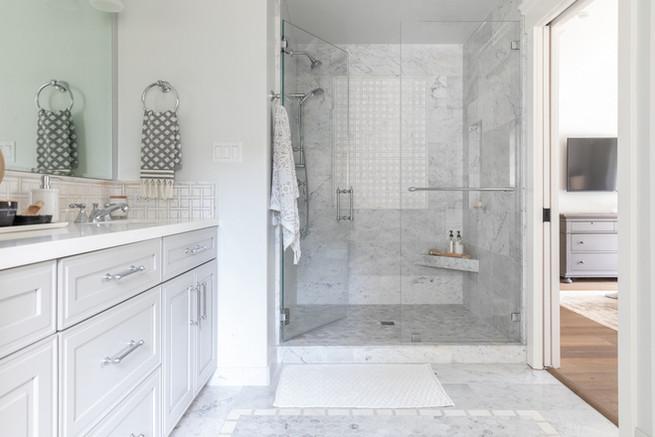 Marble bathroom by Cabana Rehab Interiors