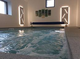 piscine intérieure chauffée du gîte
