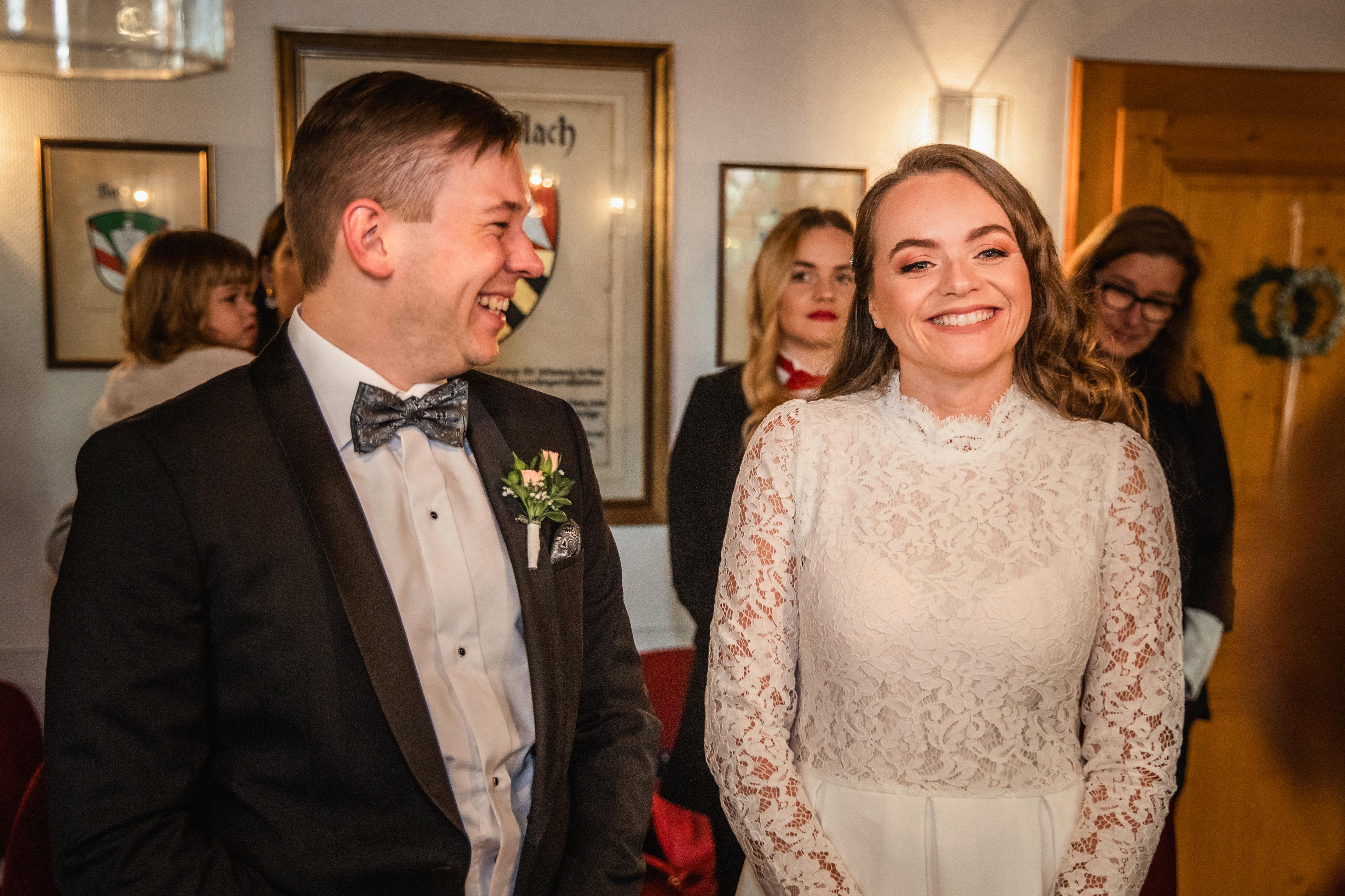 Hochzeitsfotograf-Grossgruendlach-Standesamt-Hallerschloss-Urbanerie-Stazija-und-Michael-018