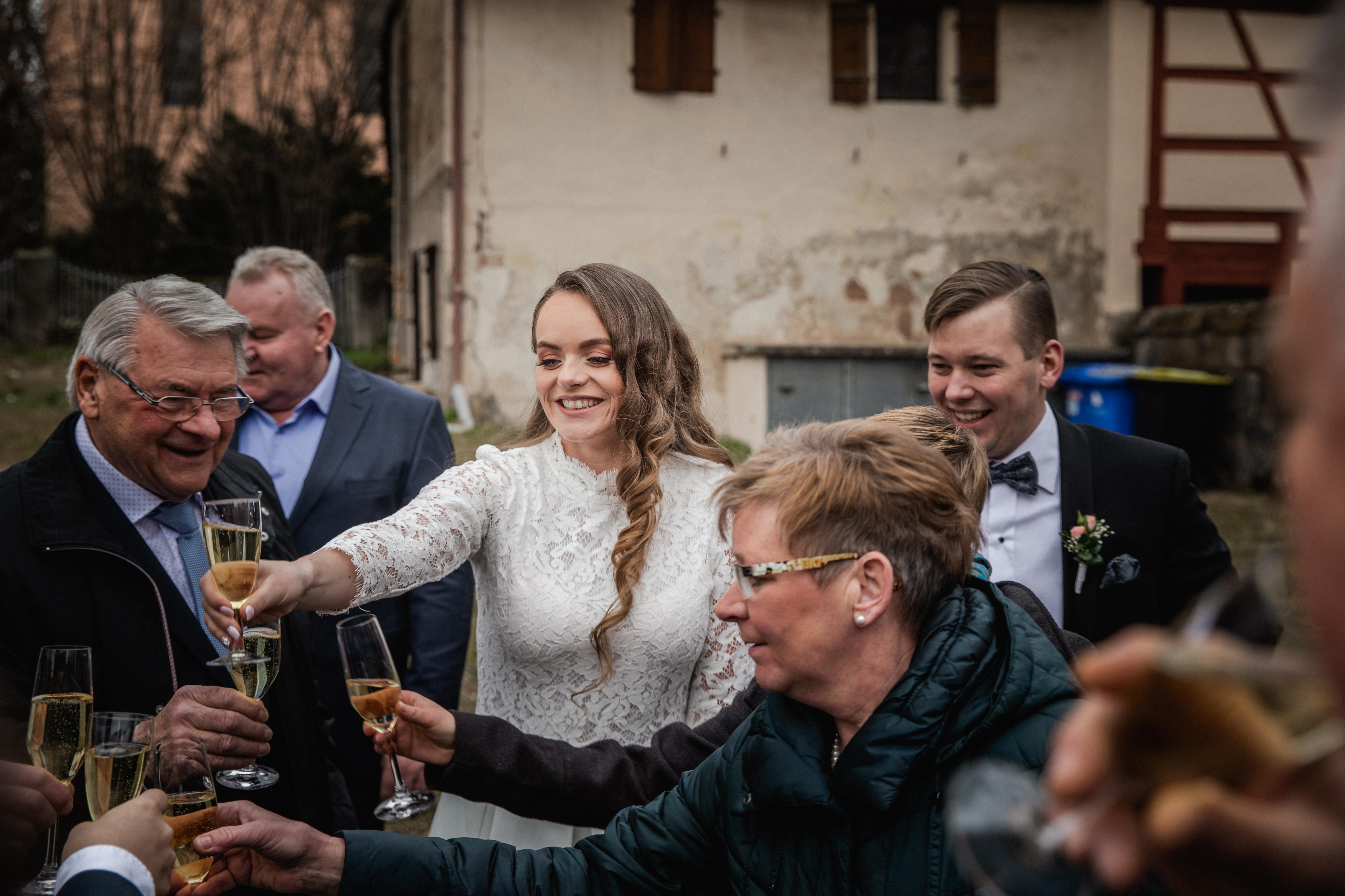 Hochzeitsfotograf-Grossgruendlach-Standesamt-Hallerschloss-Urbanerie-Stazija-und-Michael-060