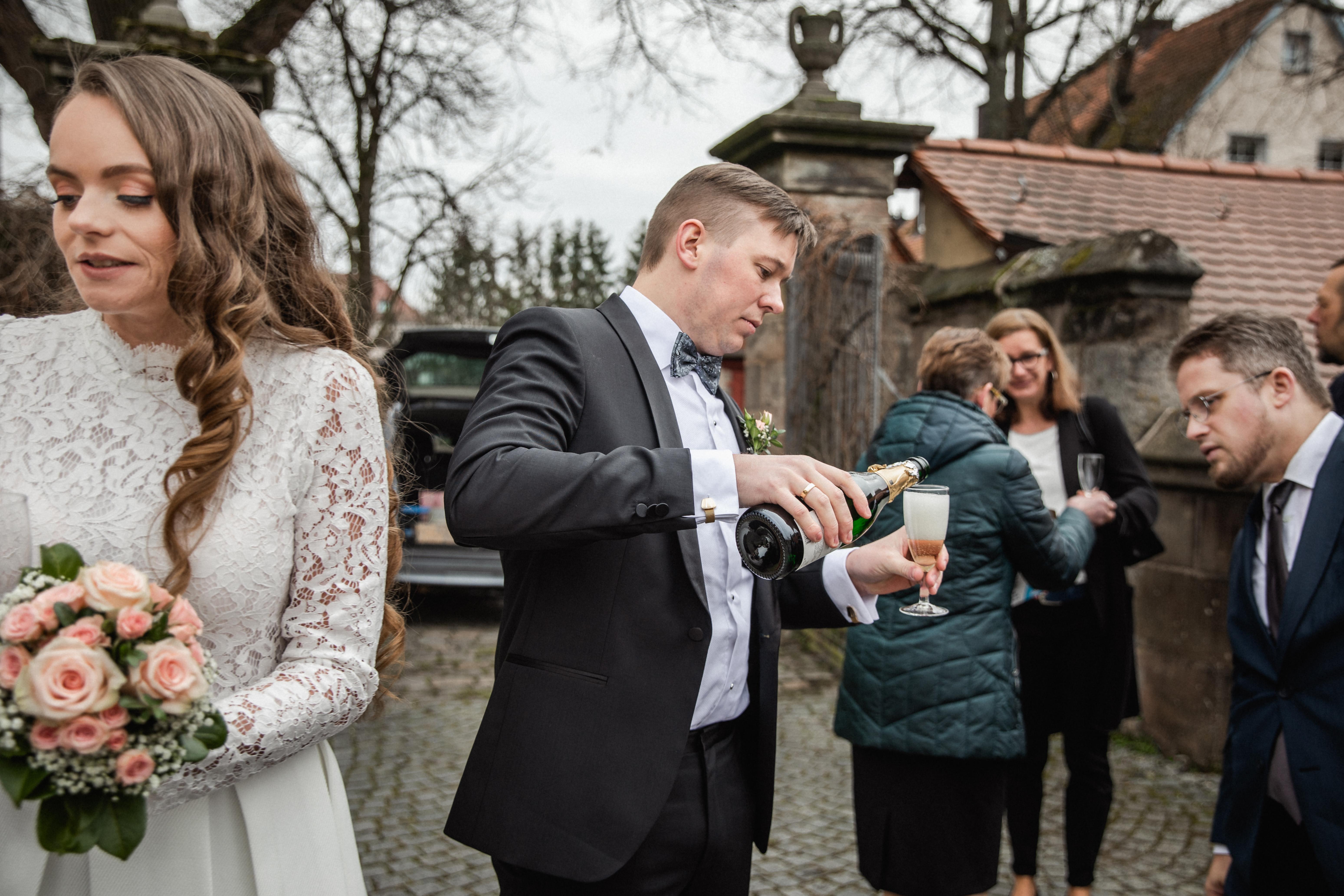 Hochzeitsfotograf-Grossgruendlach-Standesamt-Hallerschloss-Urbanerie-Stazija-und-Michael-055