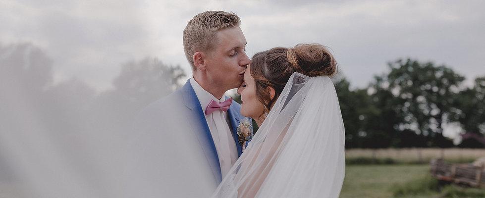 Hochzeitsfotograf_Nuernberg_Fuerth_Erlangen_Schwabach_URBANERIE_Daniela_Goth_Nemsdorf_Hofgarten_180516