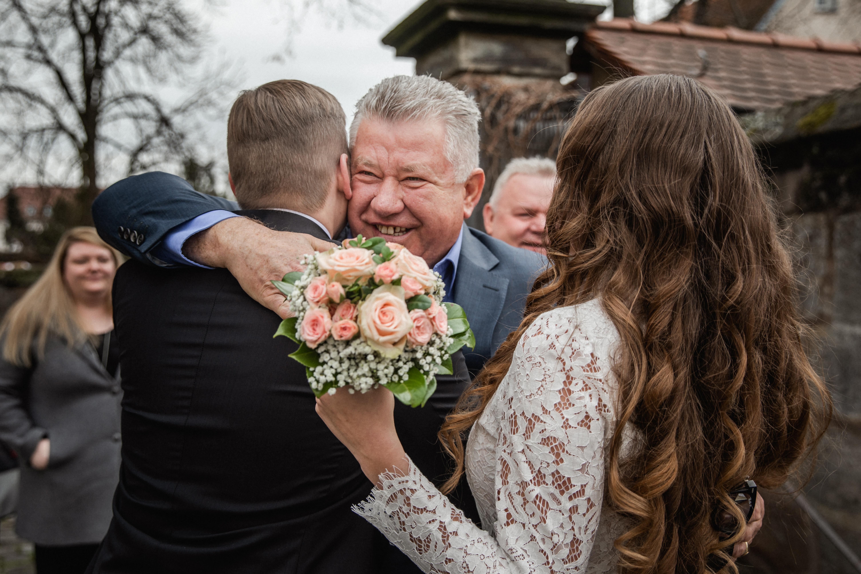 Hochzeitsfotograf-Grossgruendlach-Standesamt-Hallerschloss-Urbanerie-Stazija-und-Michael-034