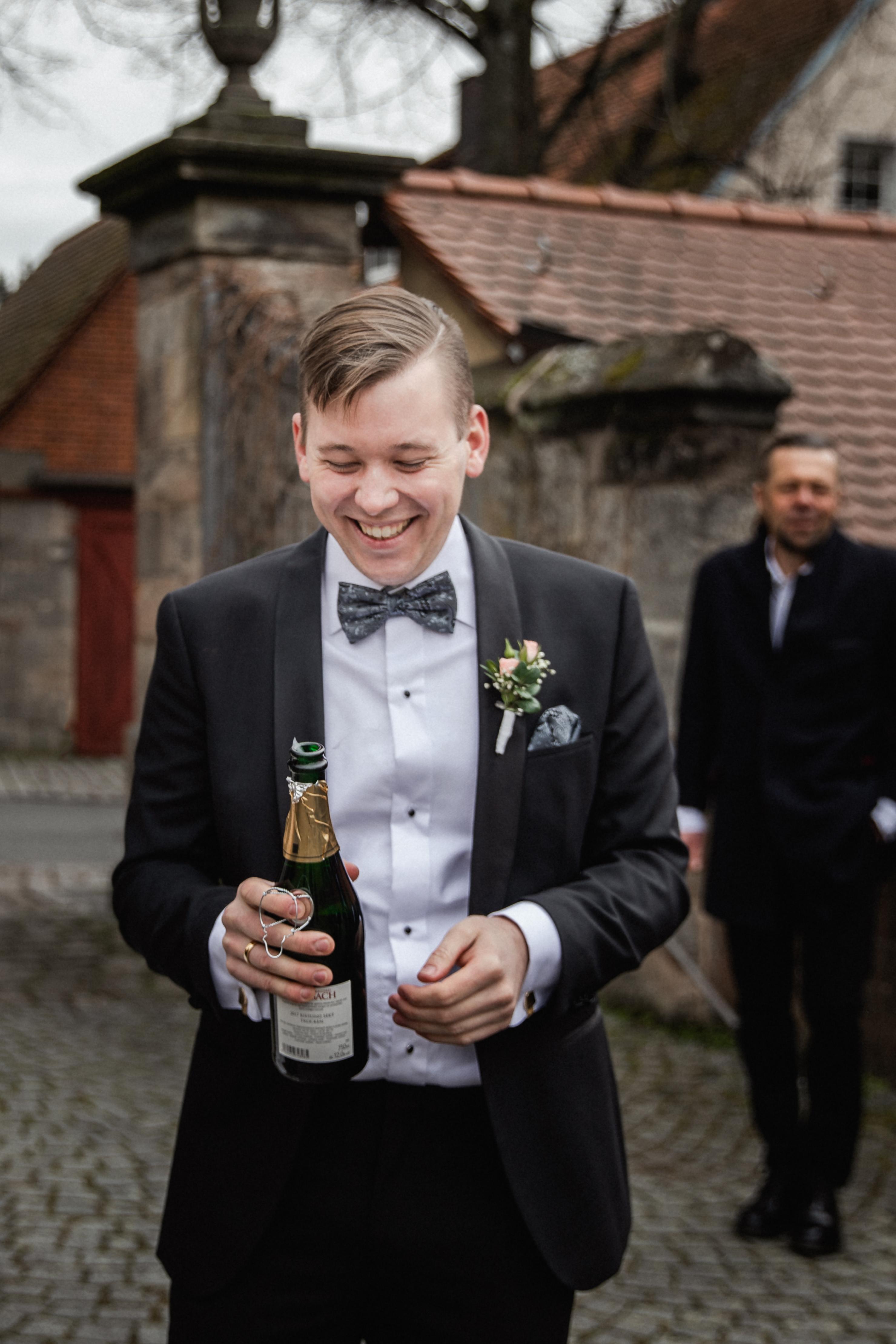 Hochzeitsfotograf-Grossgruendlach-Standesamt-Hallerschloss-Urbanerie-Stazija-und-Michael-056