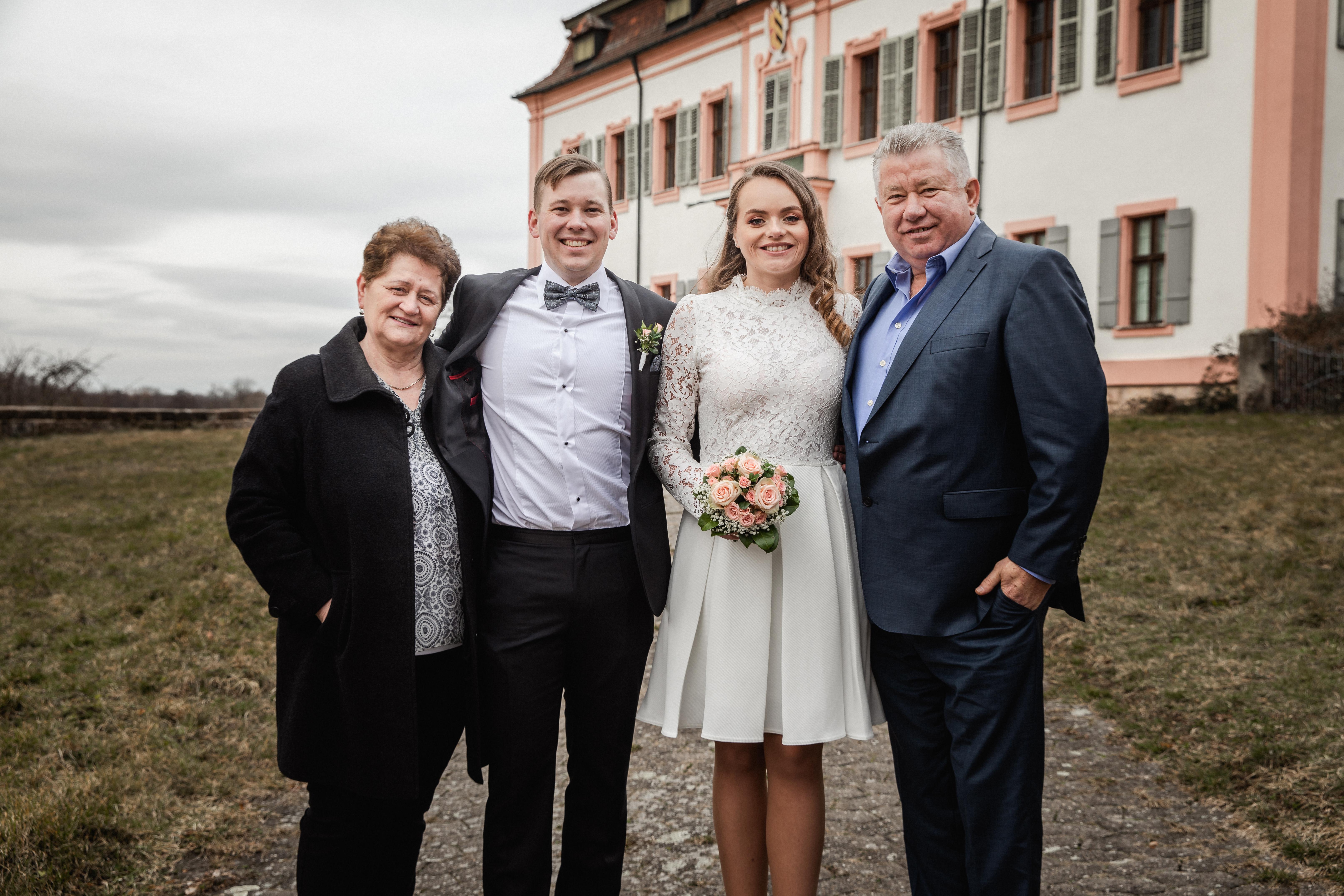 Hochzeitsfotograf-Grossgruendlach-Standesamt-Hallerschloss-Urbanerie-Stazija-und-Michael-079