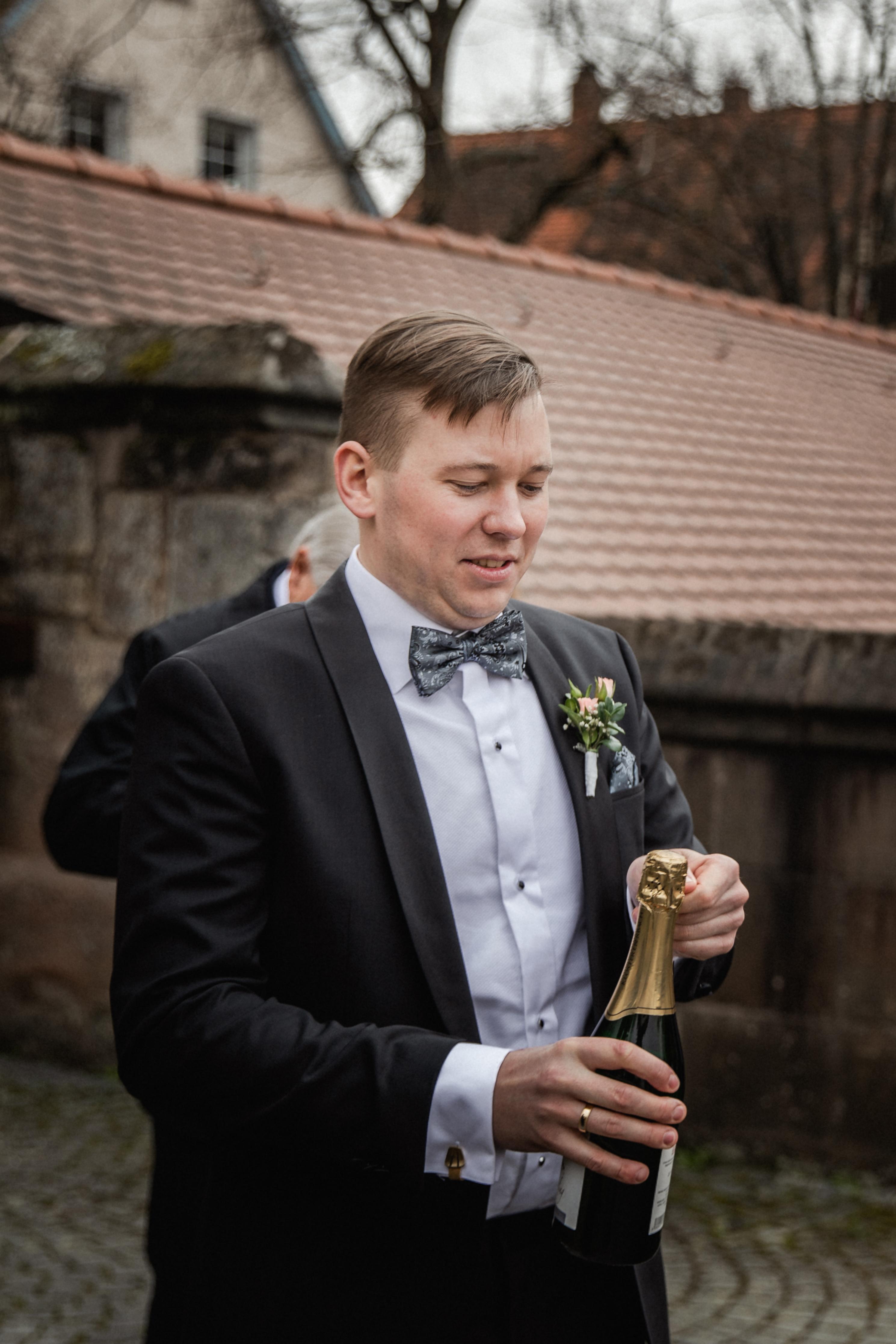 Hochzeitsfotograf-Grossgruendlach-Standesamt-Hallerschloss-Urbanerie-Stazija-und-Michael-052