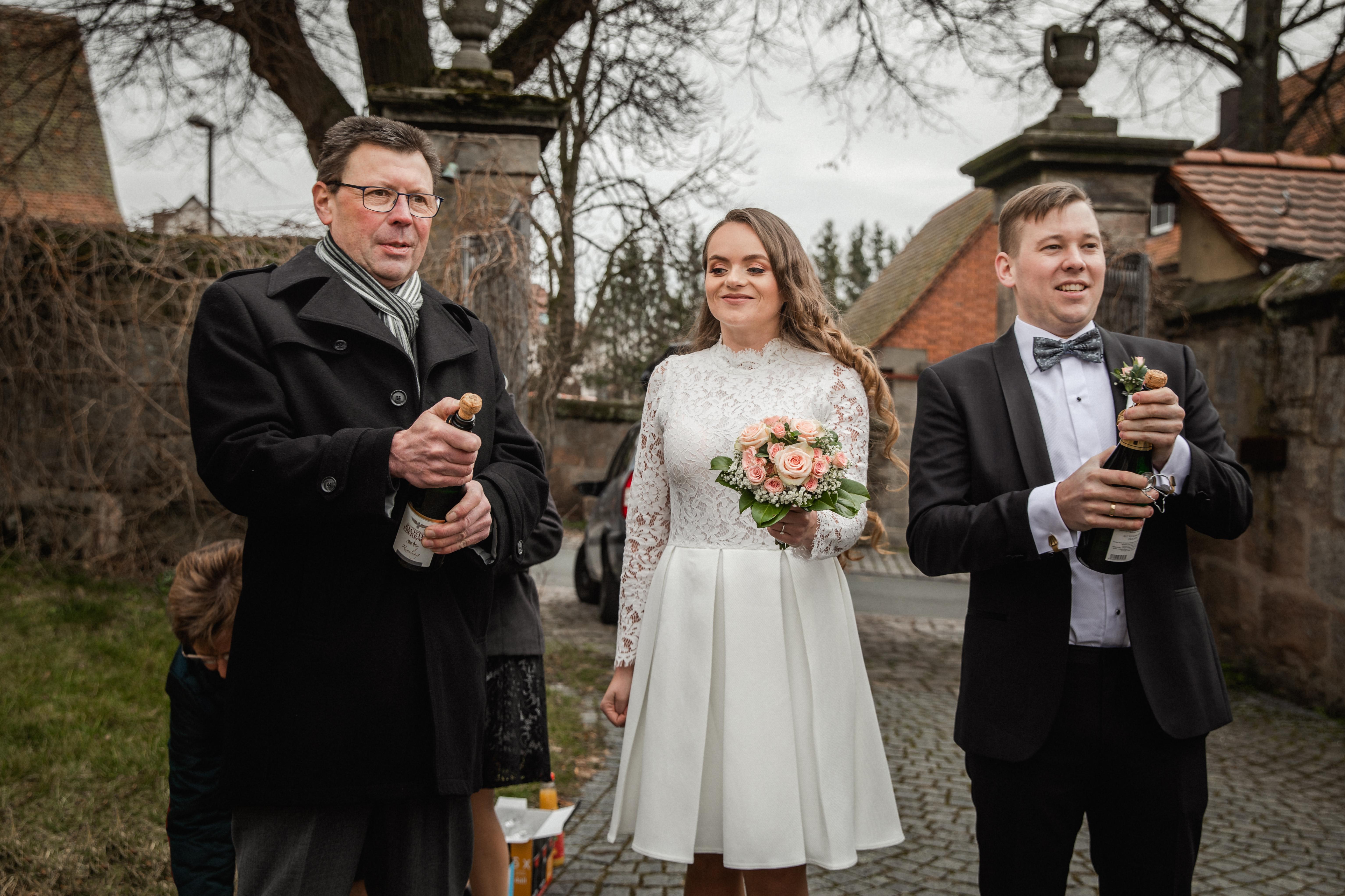 Hochzeitsfotograf-Grossgruendlach-Standesamt-Hallerschloss-Urbanerie-Stazija-und-Michael-053