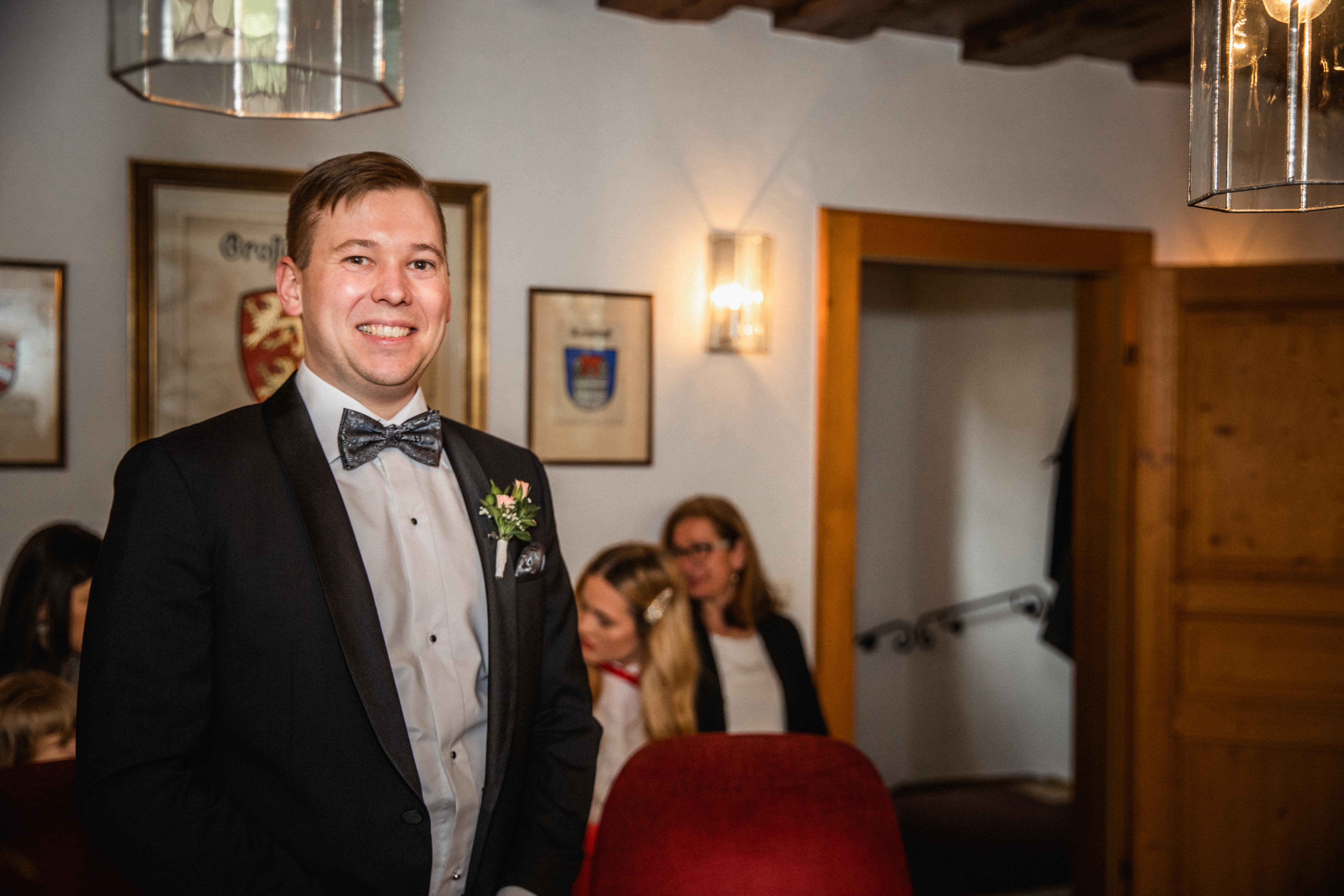 Hochzeitsfotograf-Grossgruendlach-Standesamt-Hallerschloss-Urbanerie-Stazija-und-Michael-010