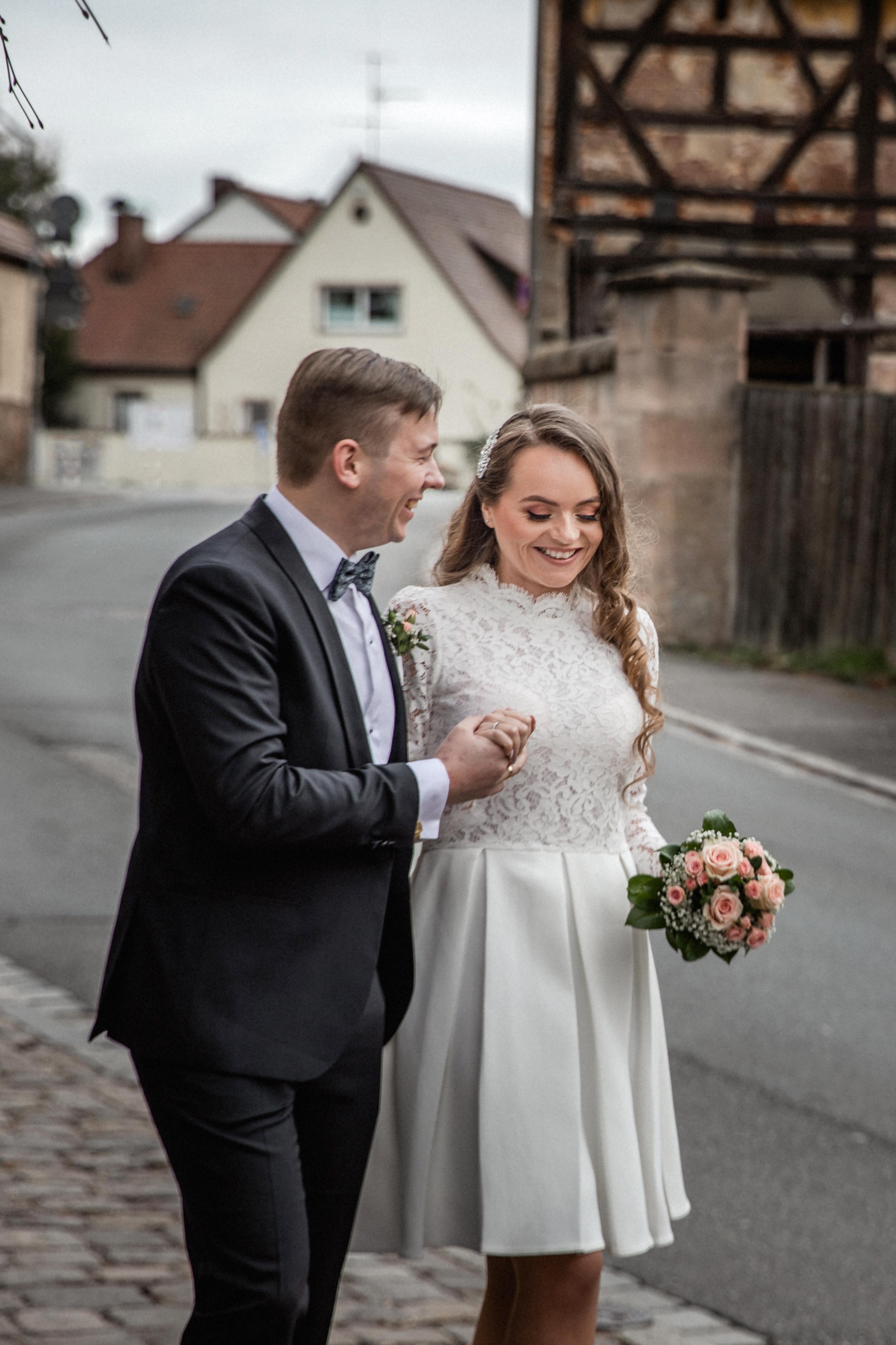 Hochzeitsfotograf-Grossgruendlach-Standesamt-Hallerschloss-Urbanerie-Stazija-und-Michael-032