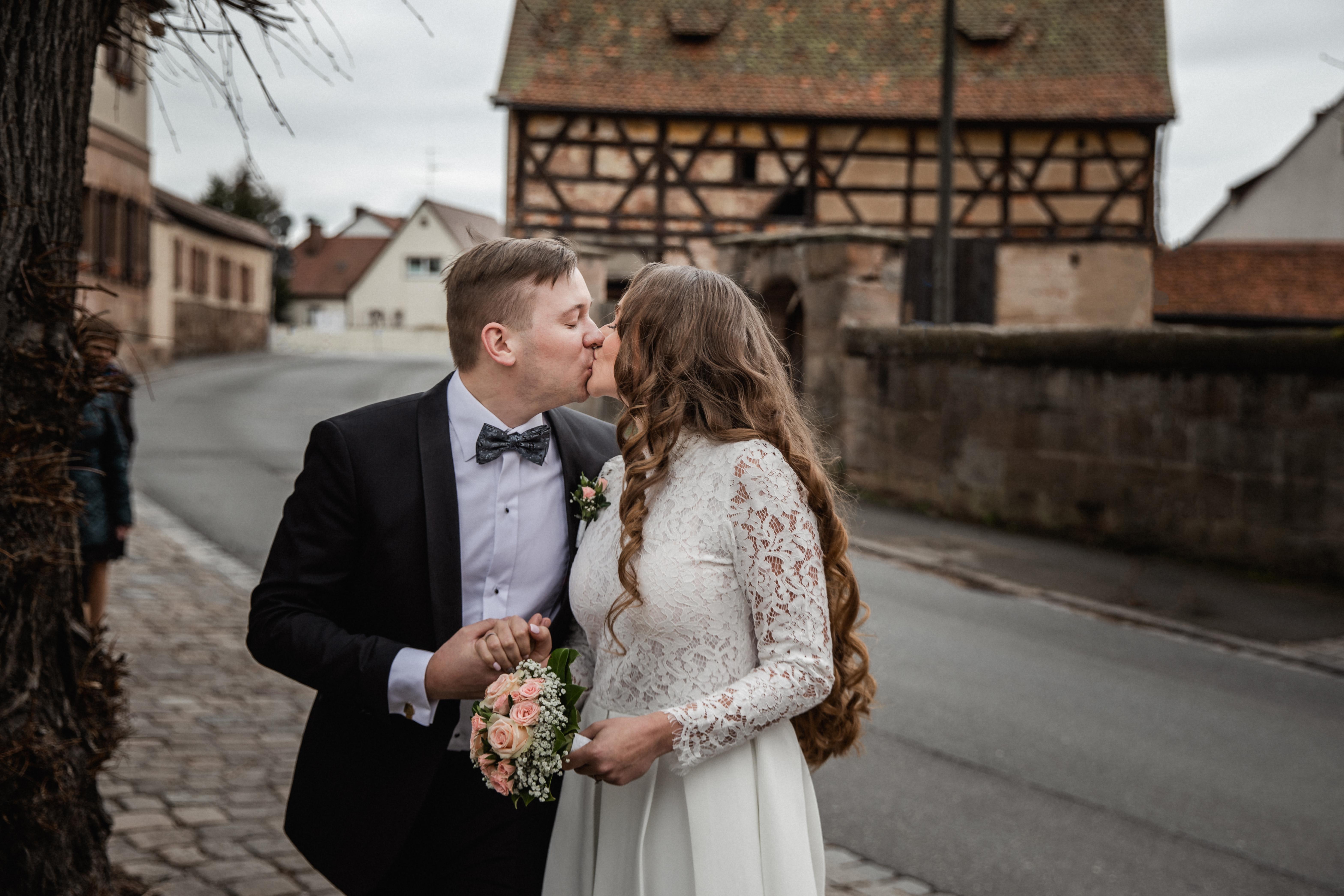 Hochzeitsfotograf-Grossgruendlach-Standesamt-Hallerschloss-Urbanerie-Stazija-und-Michael-031