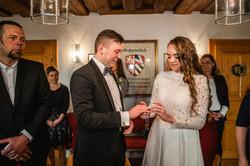 Hochzeitsfotograf-Grossgruendlach-Standesamt-Hallerschloss-Urbanerie-Stazija-und-Michael-024
