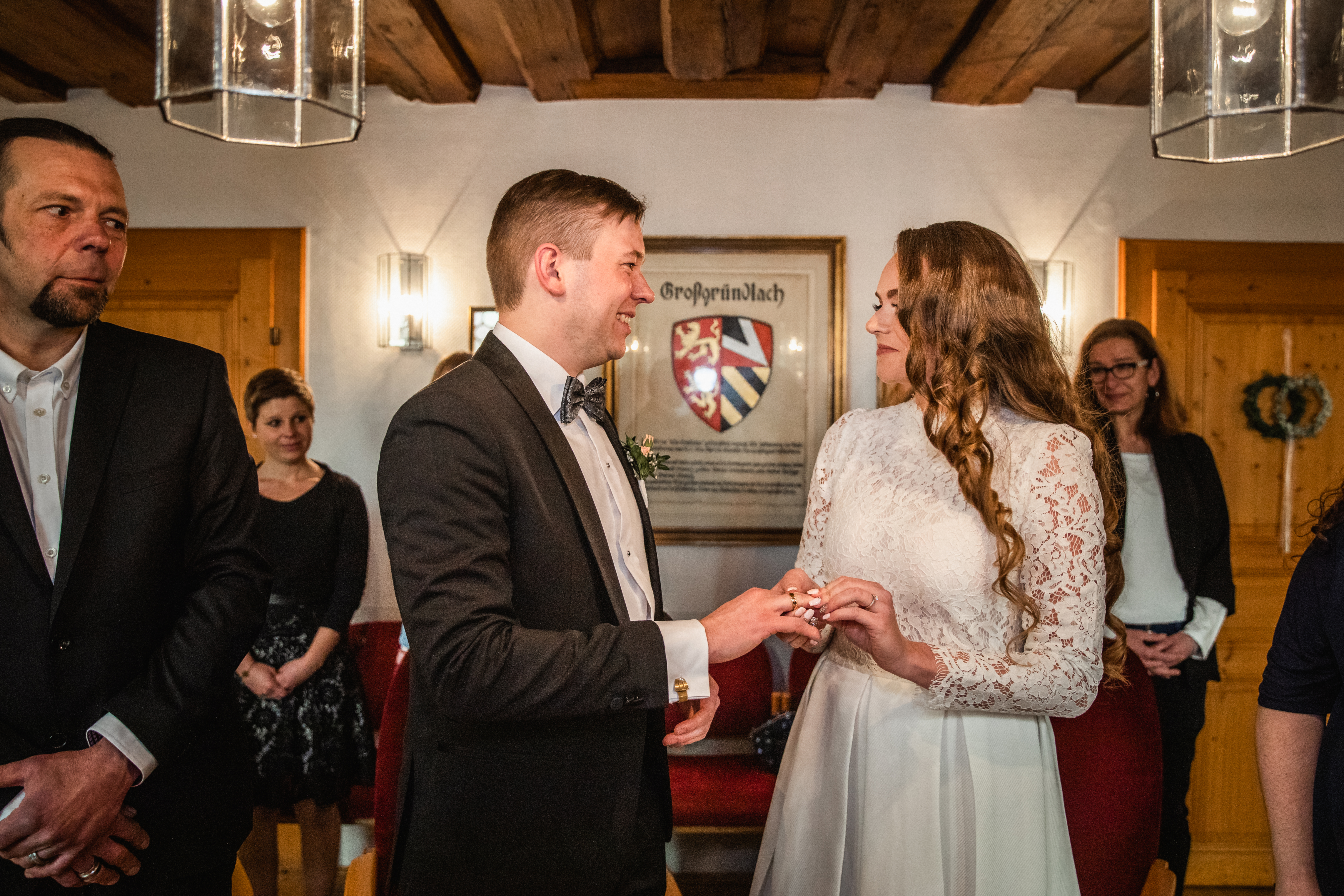 Hochzeitsfotograf-Grossgruendlach-Standesamt-Hallerschloss-Urbanerie-Stazija-und-Michael-023
