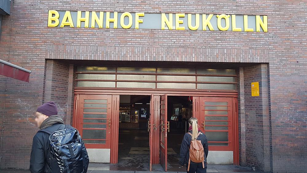 Rund um den U-Bahnhof Neukölln wird verstärkt mit Drogen gehandelt.