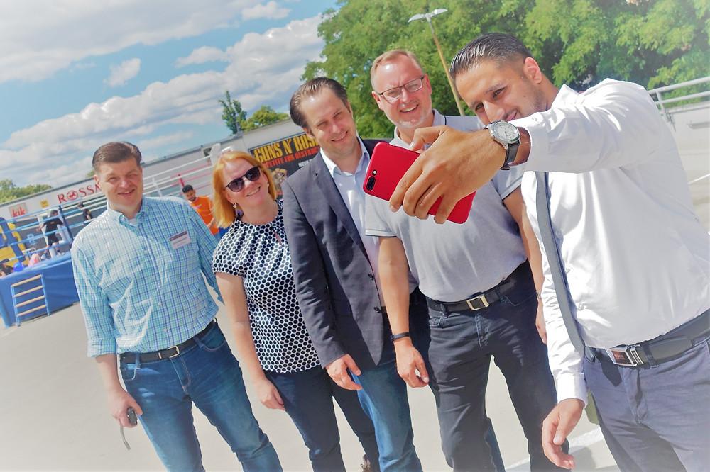 Selfie-Zeit für Sommerfest-Organisator und Cheftrainer Seyfo Moussa, Falko Liecke, Gerrit Kringel, Christina Schwarzer und Centermanager Olaf A.D. Schulze.