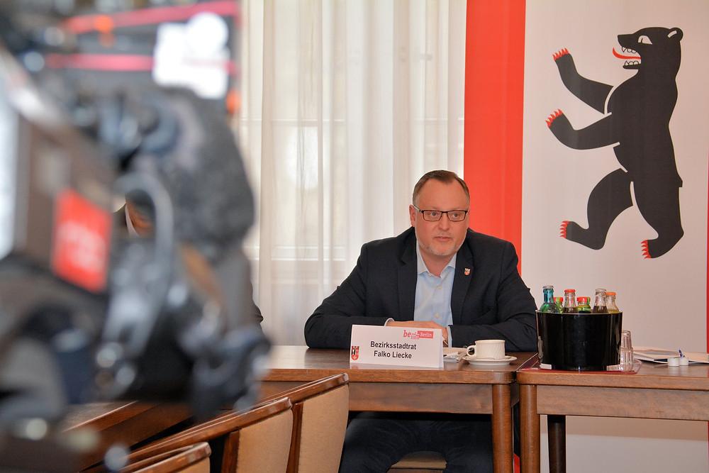 Falko Liecke ist für die Abteilung Jugend und Gesundheit verantwortlich. Außerdem ist er stellvertretender Bezirksbürgermeister.