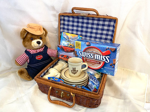 Old-Fashioned Picnic Gift Basket