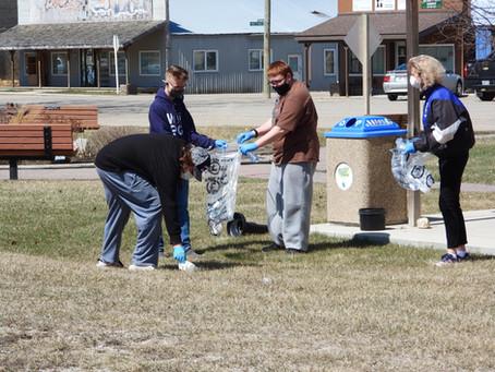 Baldur students provide Earth Day clean-up