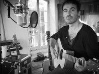 """Enregistrement """"Un jour de juillet"""", dans le studio de Francis Cabrel. Un quinzaine d'invités pour assiter à un concert solo enregistré dans de bonnes conditions, chose que je n'avais pas pu faire durant tous mes concerts aux Déchargeurs."""