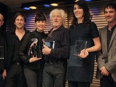 Grand prix de l'UNAC 2013, Meilleur album autoproduit. J'étais tellement heureux, aussi car c'était une émotion partagée avec les auteurs de l'album (1975).  La Sacem et l'UNAC  célébrait la carrière d'Hugues Aufray ce jour là, moi j'avais voté Jacques Higelin.