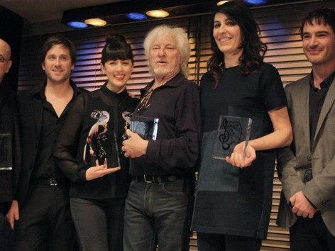 Grand prix de l'UNAC 2013, Meilleur album autoproduit. J'étais tellement heureux, aussi car c'était une émotion partagée avec les auteurs de l'album (1975).  La Sacem et l'UNAC  célébraientt la carrière d'Hugues Aufray ce jour là, moi j'avais voté Jacques Higelin.