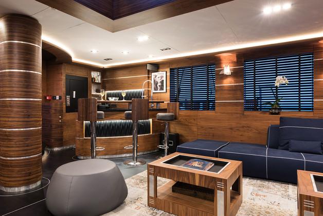 Salon with a bar.jpg