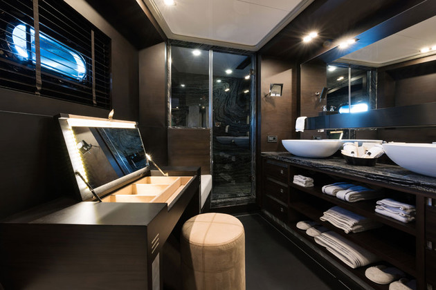 Master Cabin - Bathroom.jpg