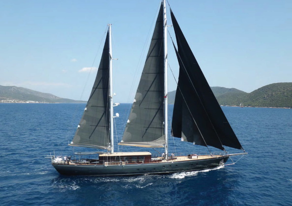 Under sails 92.png