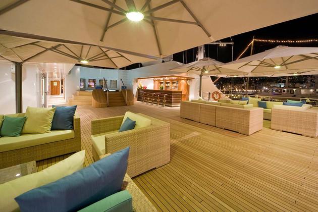 LAUREn L - sun deck area.jpg