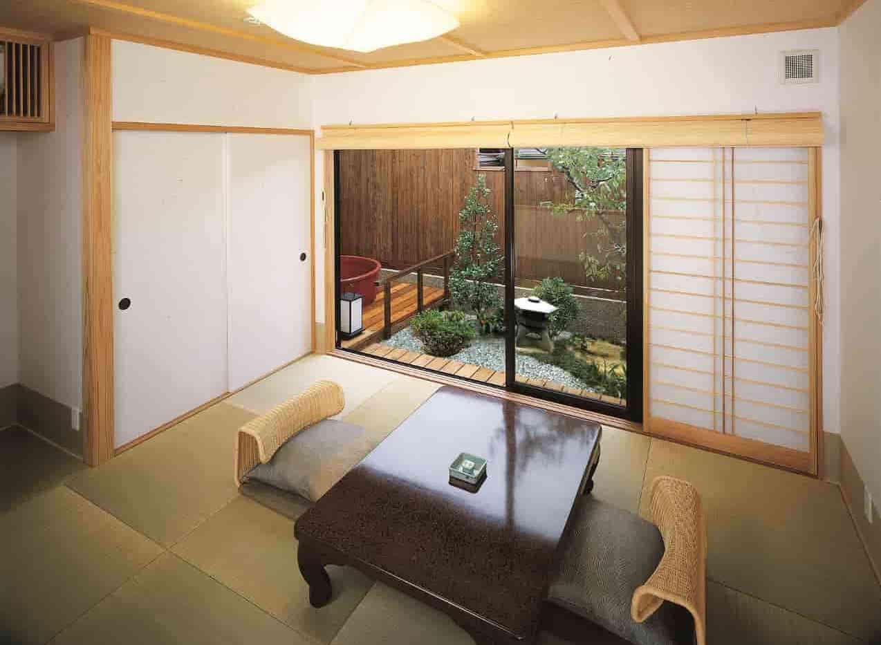 梅居間から露天風呂 2.jpg