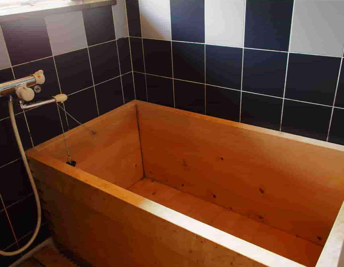 asunarao_bathtub.jpg