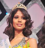 Nicole-Faria-Femina-Miss-India-South-2010 (1).jpg