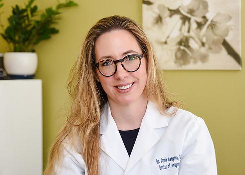 Dr-Jamie-Restore-Dry-Needling-in-her-office