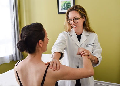 Dr-Jamie-working-with-patient-in-SF-Bay-area.jpg