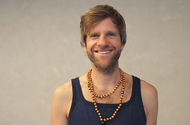 Yogalehrer_Henning_Vollbrecht_ttl.jpg