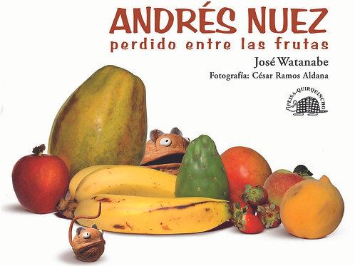 Andrés Nuez perdido entre las frutas.