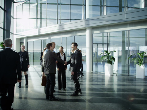 Confira as diferenças entre trabalhar no exterior como Expatriado, Permissão de Trabalho ou Contrato