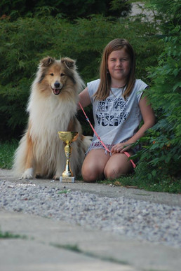 Lola 4 years old with HGCH Trophy