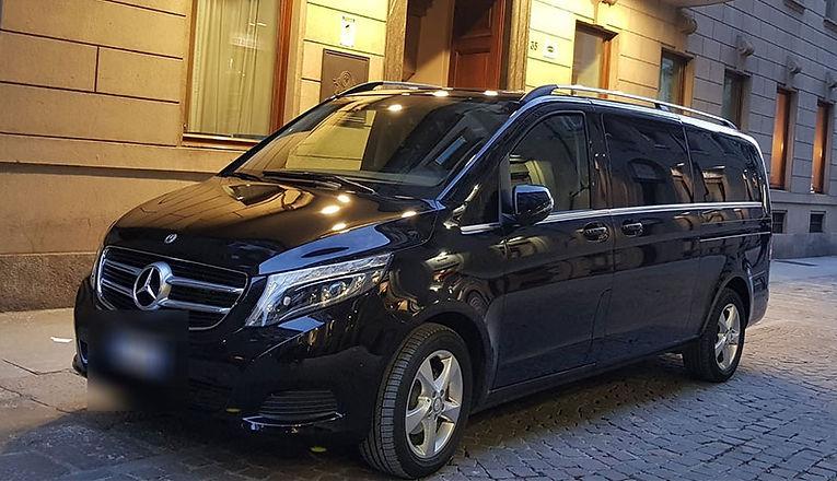 noleggioAutoConConducente_minivan2.jpg