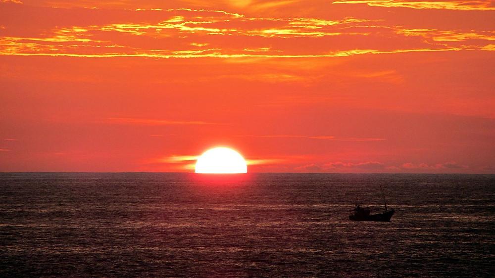 Clear half-disk view of a sunset in Hikkaduwa, Sri Lanka, 2012