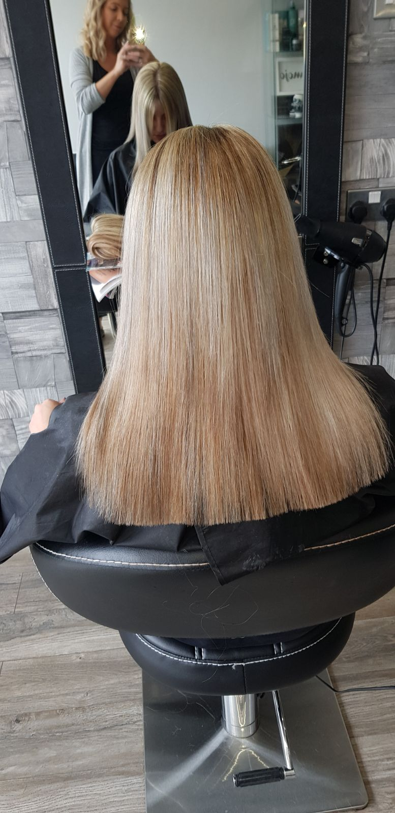 Colour chang cut & blow dry