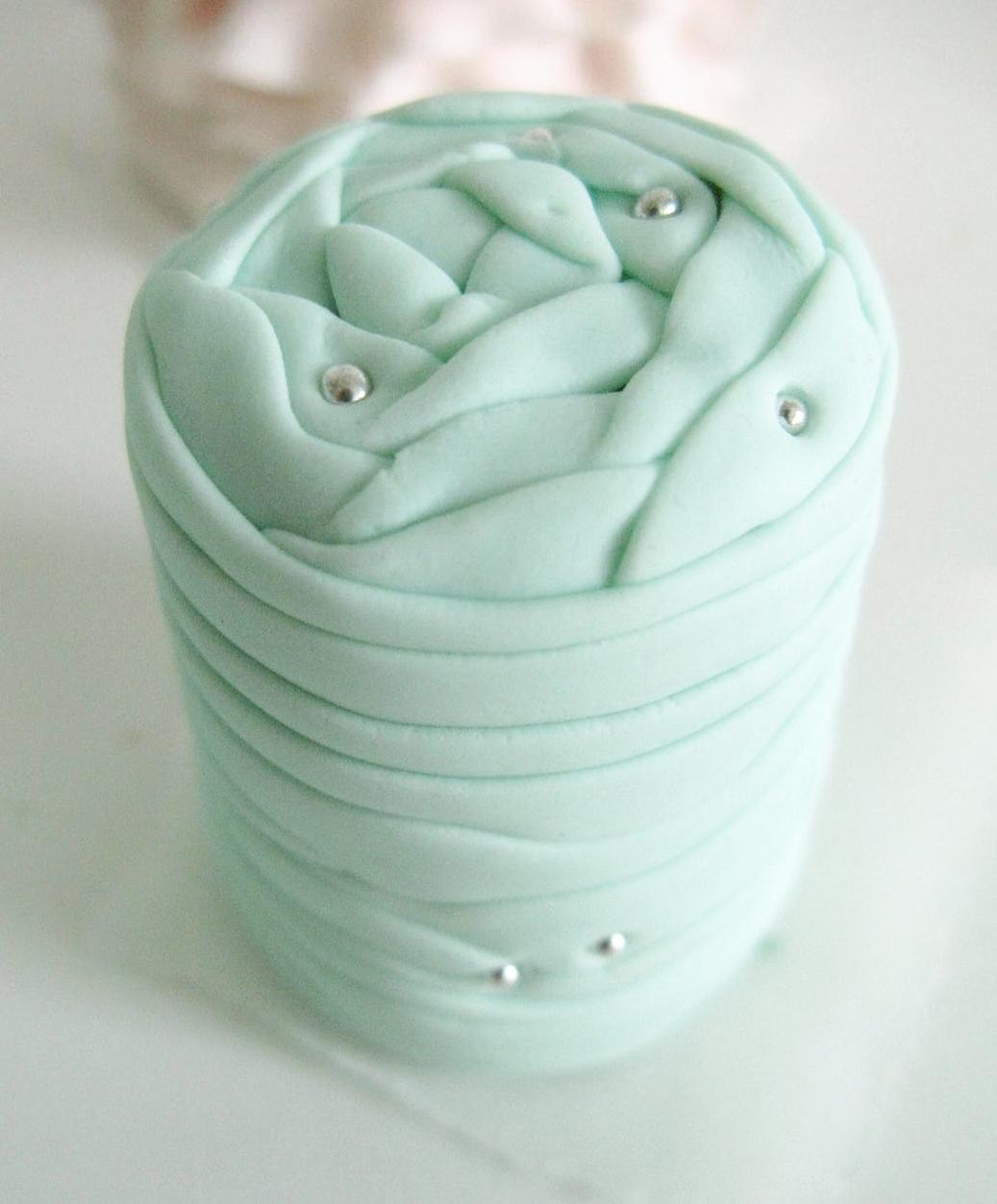 Pinned ribbon wrap