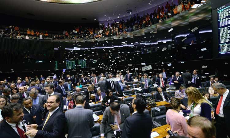 Câmara dos Deputados sessão dólares
