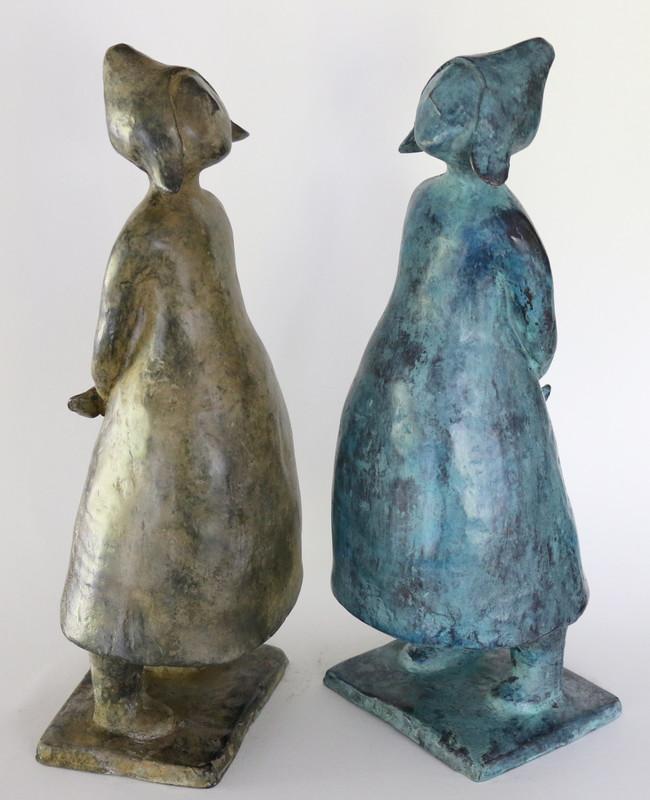 Staande meisjes - brons - 35cm hoog