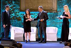 Foto della premiazione dell'autrice vincitrice con l'opera inedita di narrativa