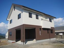 インナーガレージのある二世帯住宅