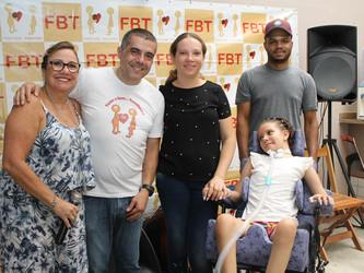 Tetraplégica após um acidente, Duda recebeu uma cadeira de rodas da FBT