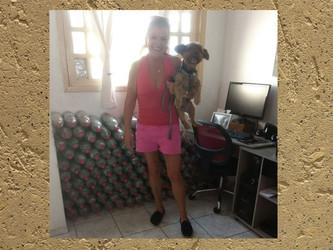 Leonilza juntou 120 garrafas de lacres, a maioria recolhida no seu condomínio