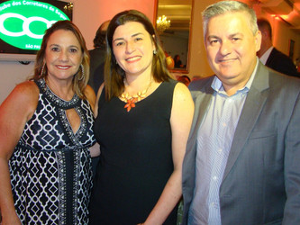 Casal comemora 25 anos de união e troca presentes por doações para a FBT