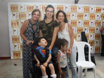 FBT doa cadeira para Pedro, o bebê com microcefalia que surpreende pela evolução